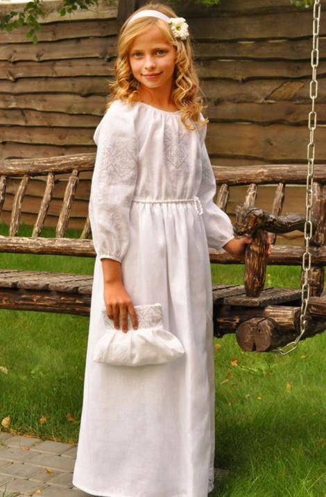 Вишиванка та вишита сукня і літнє пальто