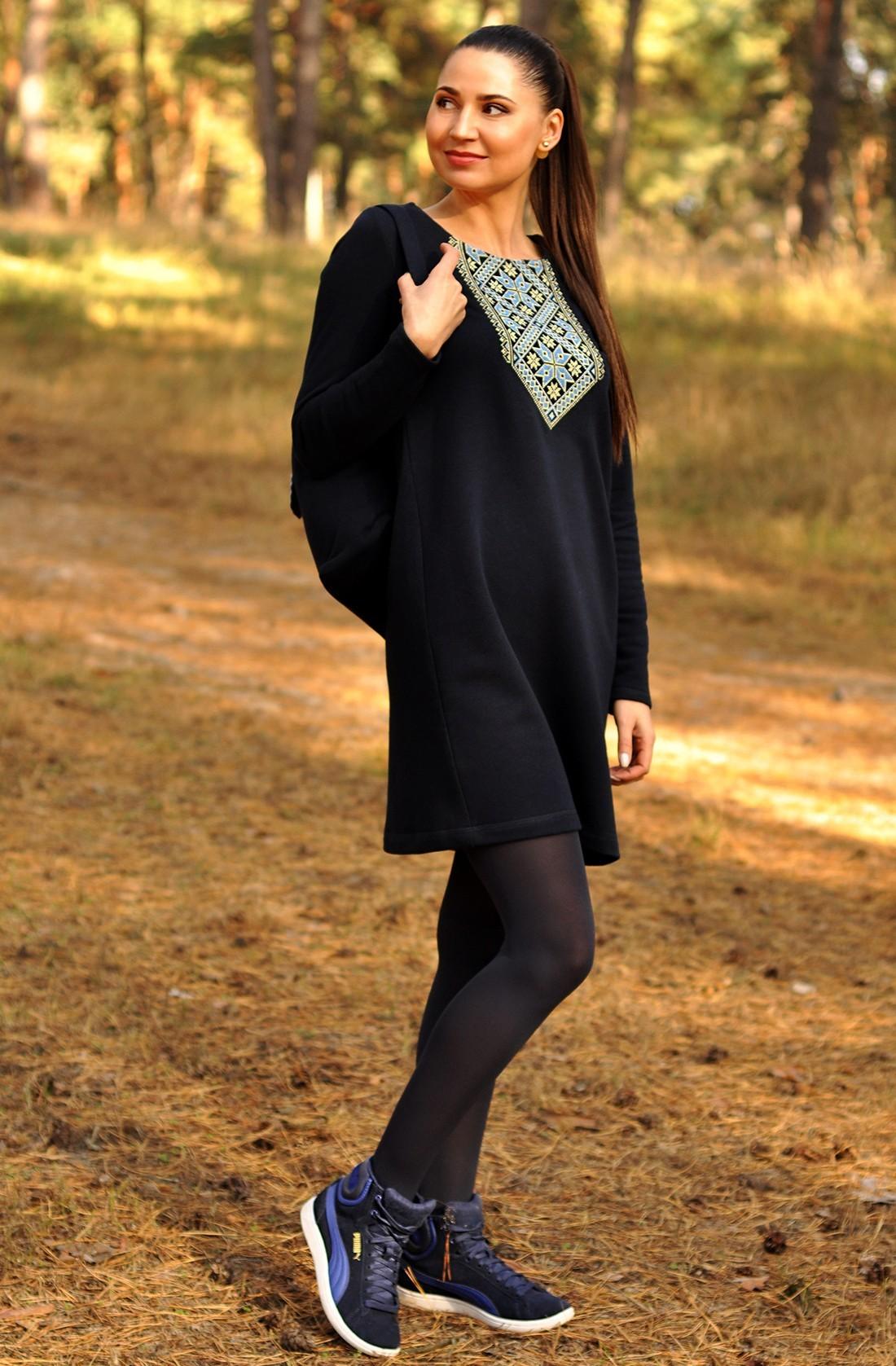 Трикотажна сукня з вишитим орнаментом з льону