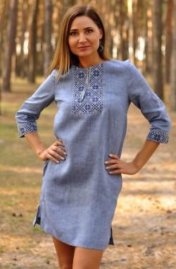 Коротка блакитна жіноча сукня-вишиванка з льону