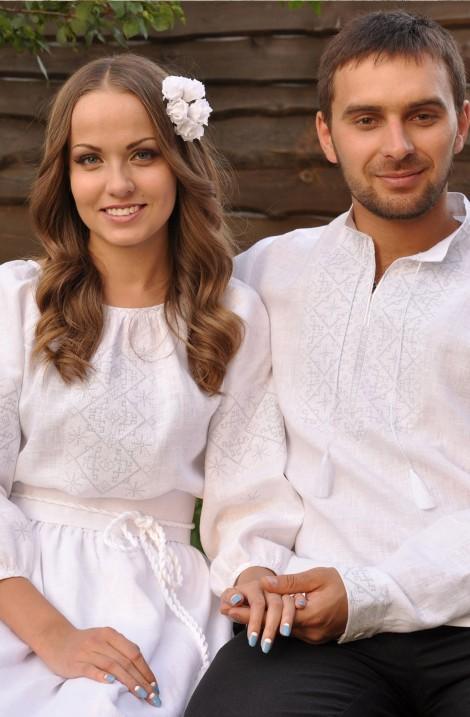 Довга біла весільна жіноча сукня-вишиванка з льону