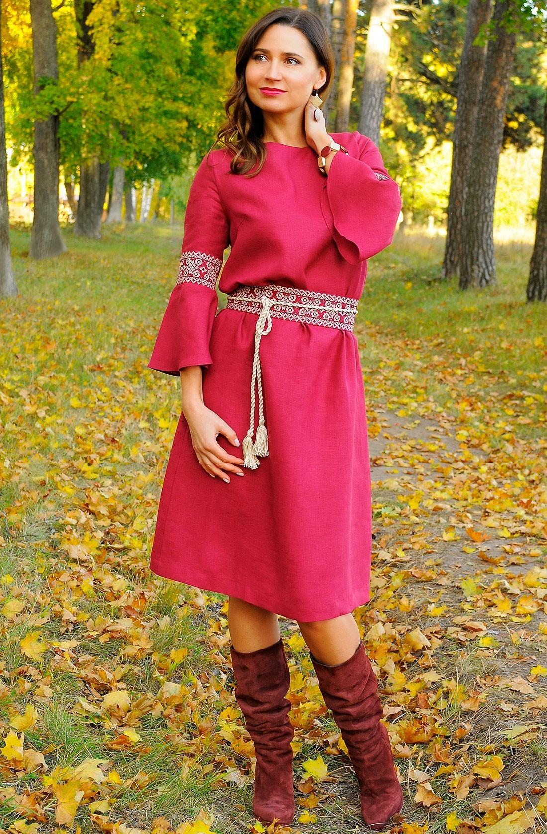 Стильна бордова жіноча сукня-вишиванка з льону
