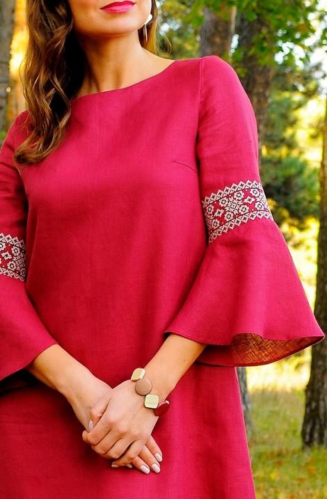 Сукня із вишивкою
