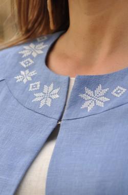 Сукня-вишиванка та літнє пальто з льону