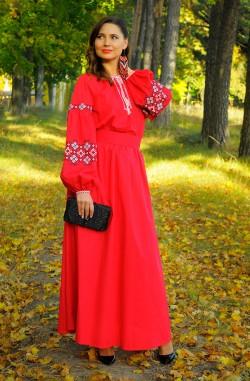 Червона довга жіноча сукня-вишиванка з льону